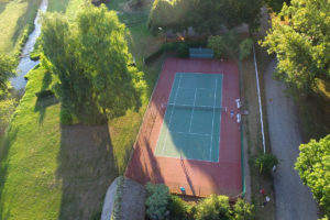court-de-tennis-manoir-baronnie-grandcourt